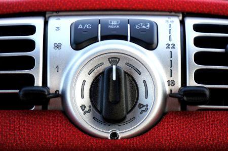 Recargar el aire acondicionado del coche